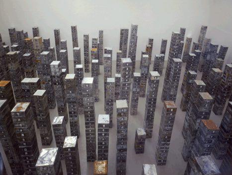 Christian Boltanski / La Réserve des Suisses Morts, 1991