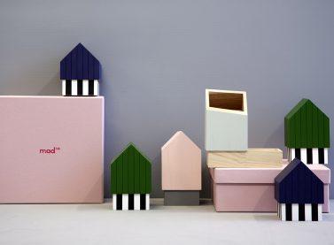 Floating Houses, dissenyat per Eli-Gutierrez Studio per a Mad Lab en 2017, col·lecció de contenidors de sobretaula