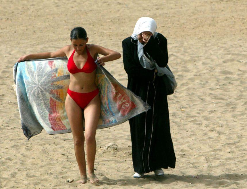 Zohra Bensemra / A girl, 2003