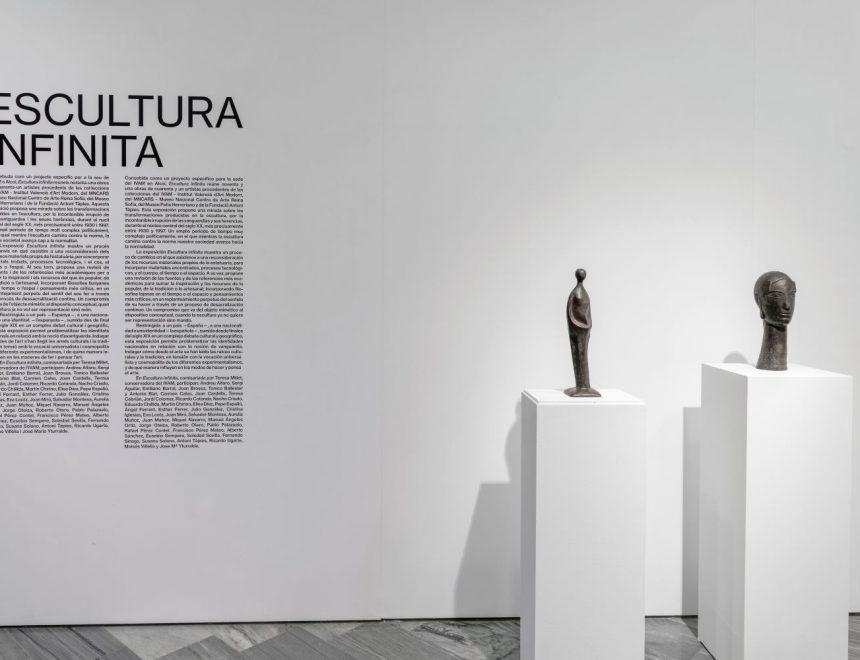 """Vista de la exposición """"Escultura infinita"""", 2021"""