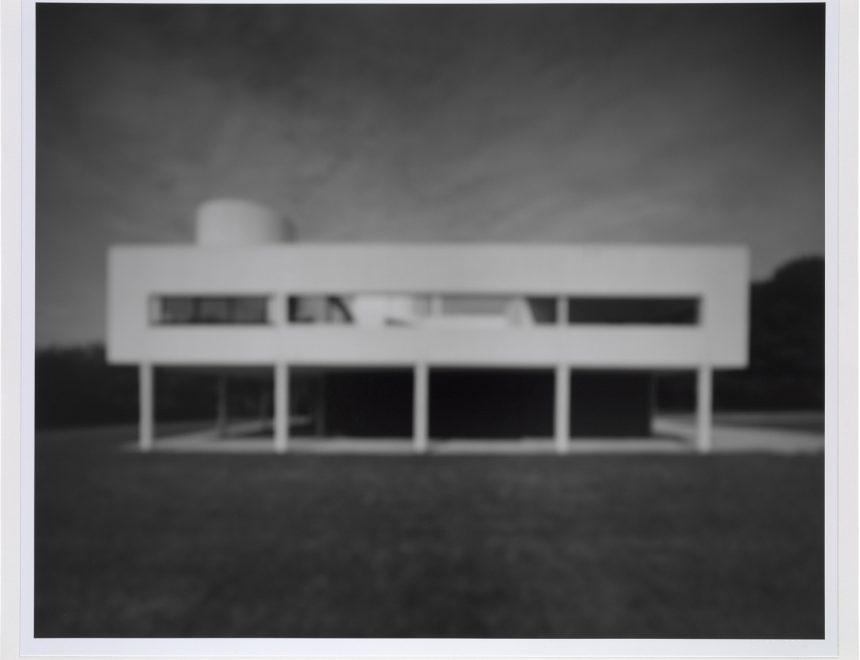 Hiroshi Sugimoto / SUG 939 Villa Savoye. Le Corbusier, 1998
