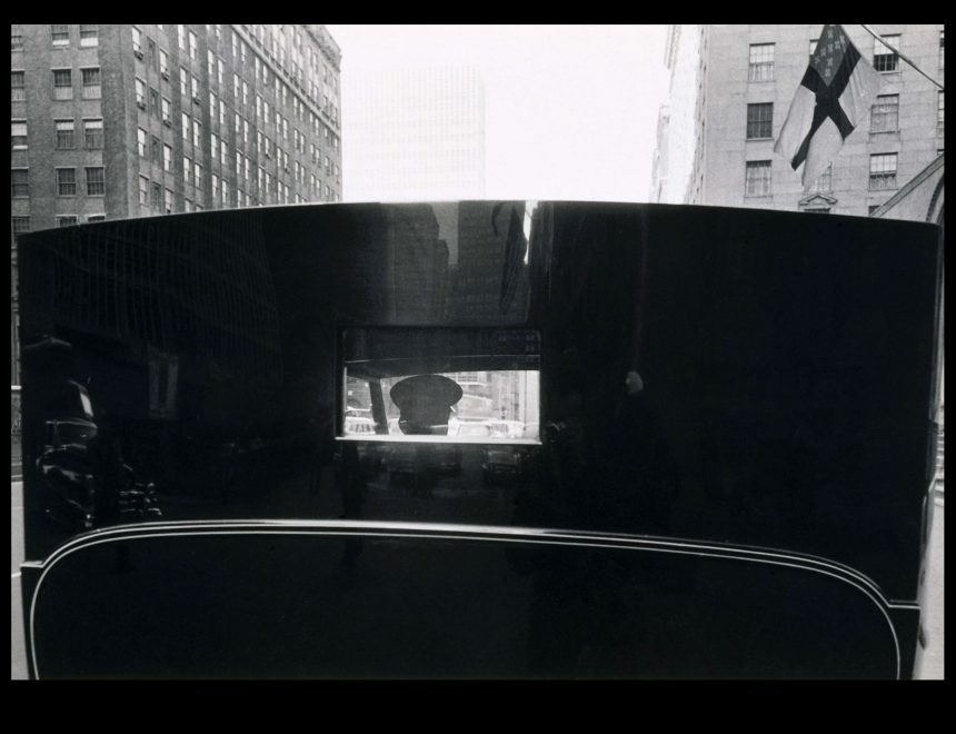 Robert Frank / Untitled. Park Avenue escene, 1959.