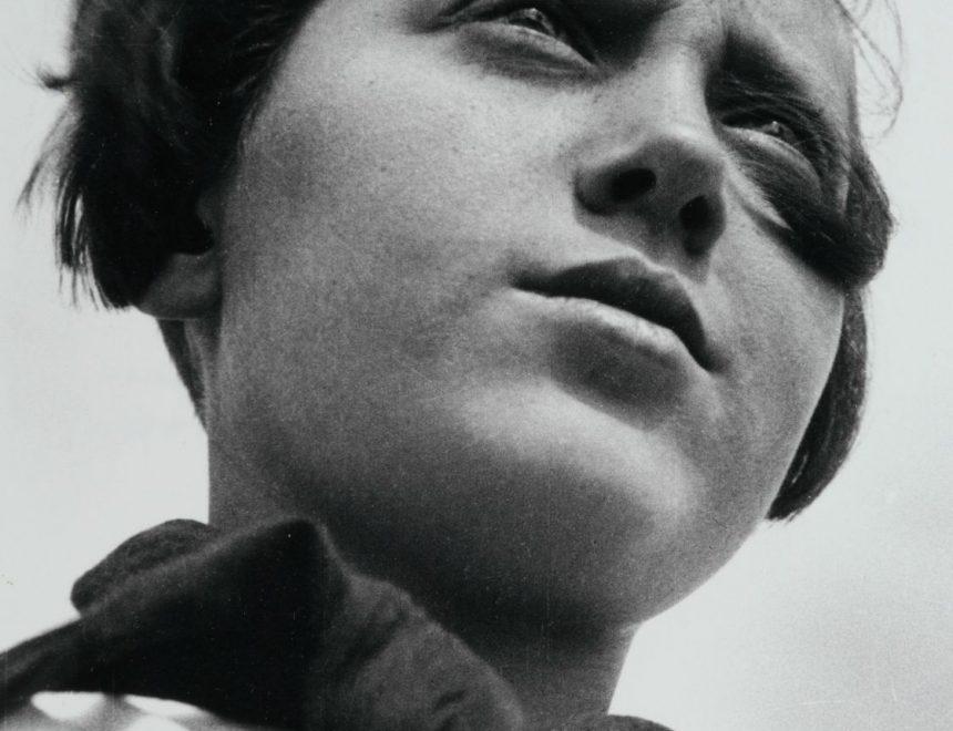 ALEXANDR RÓDCHENKO / Joven pionera, 1930. Col. del IVAM