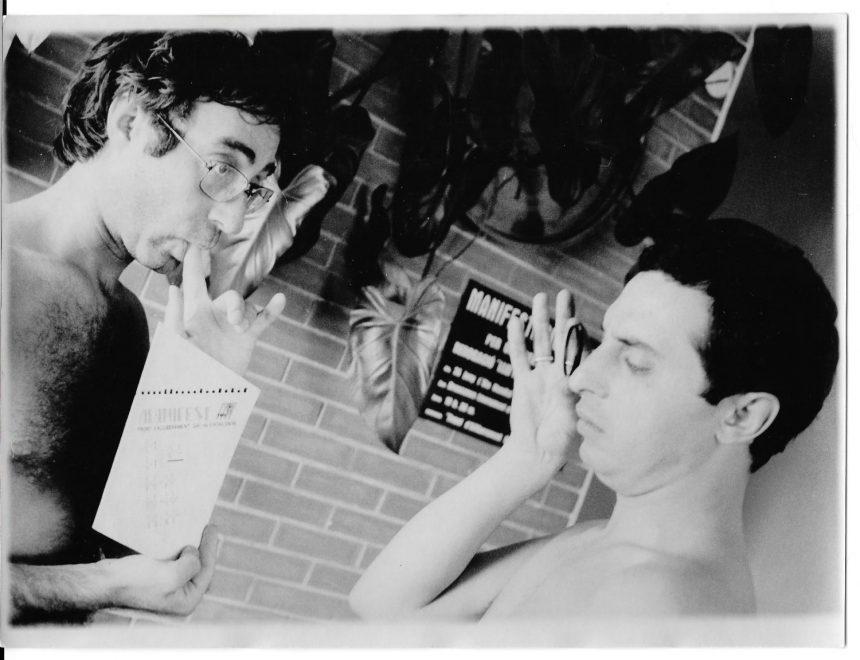Luis Escribano / Luis y Ramón leyendo el Manifest del FAGC, 1976