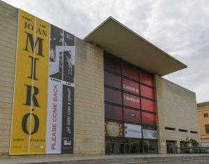 Ivam institut valenci d 39 art modern el ivam ampl a su for Hora de apertura castorama